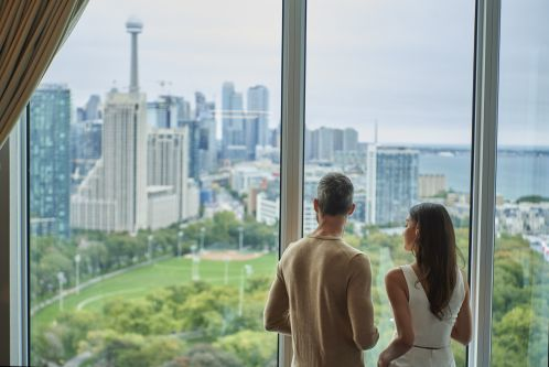 Stunning views of Toronto's City Skyline from your Guest Room